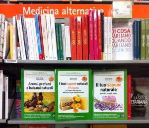 I libri di Patrizia Garzena e Marina Tadiello sullo scaffale della libreria Feltrinelli al Centro Sarca